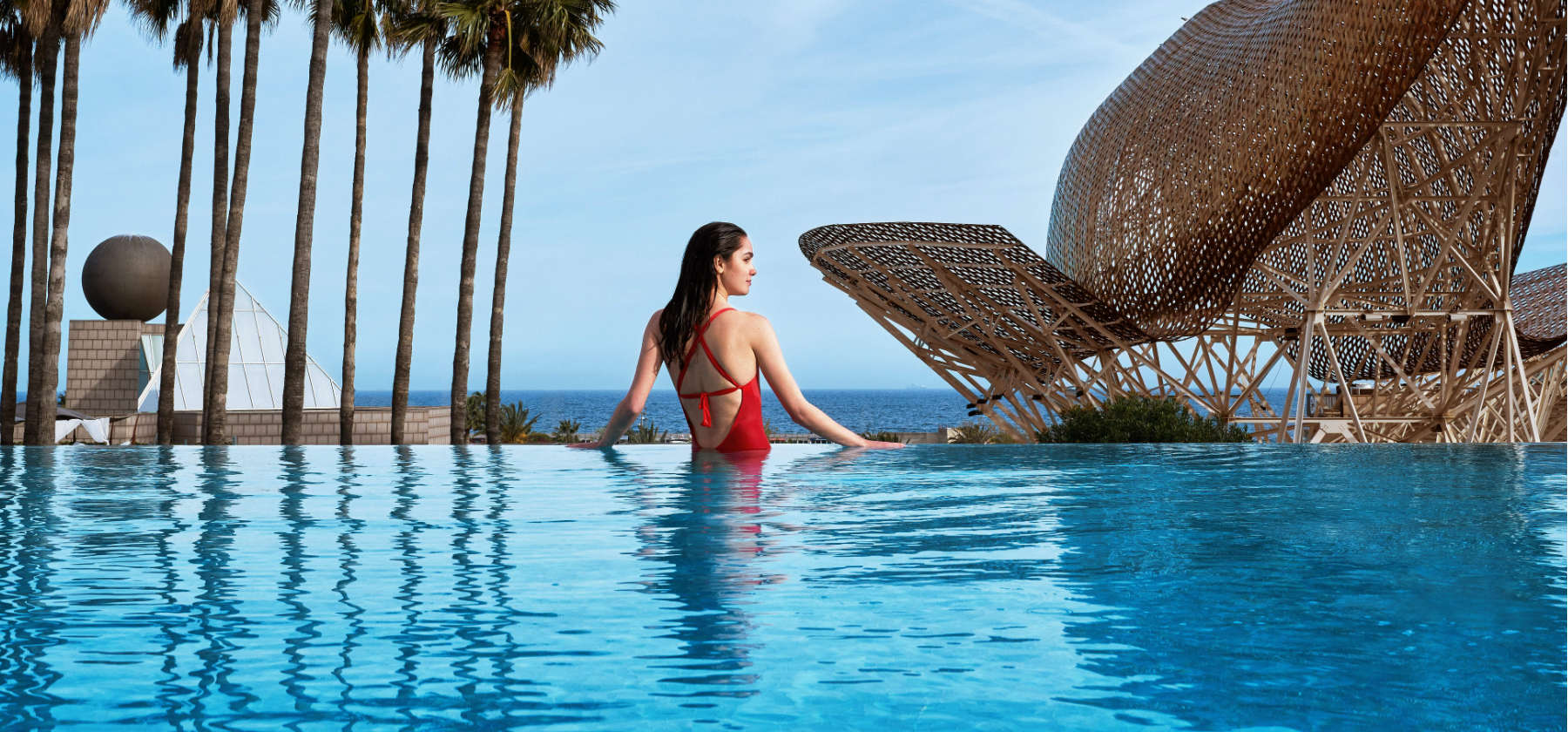 Nueva Infinity Pool & Lounge