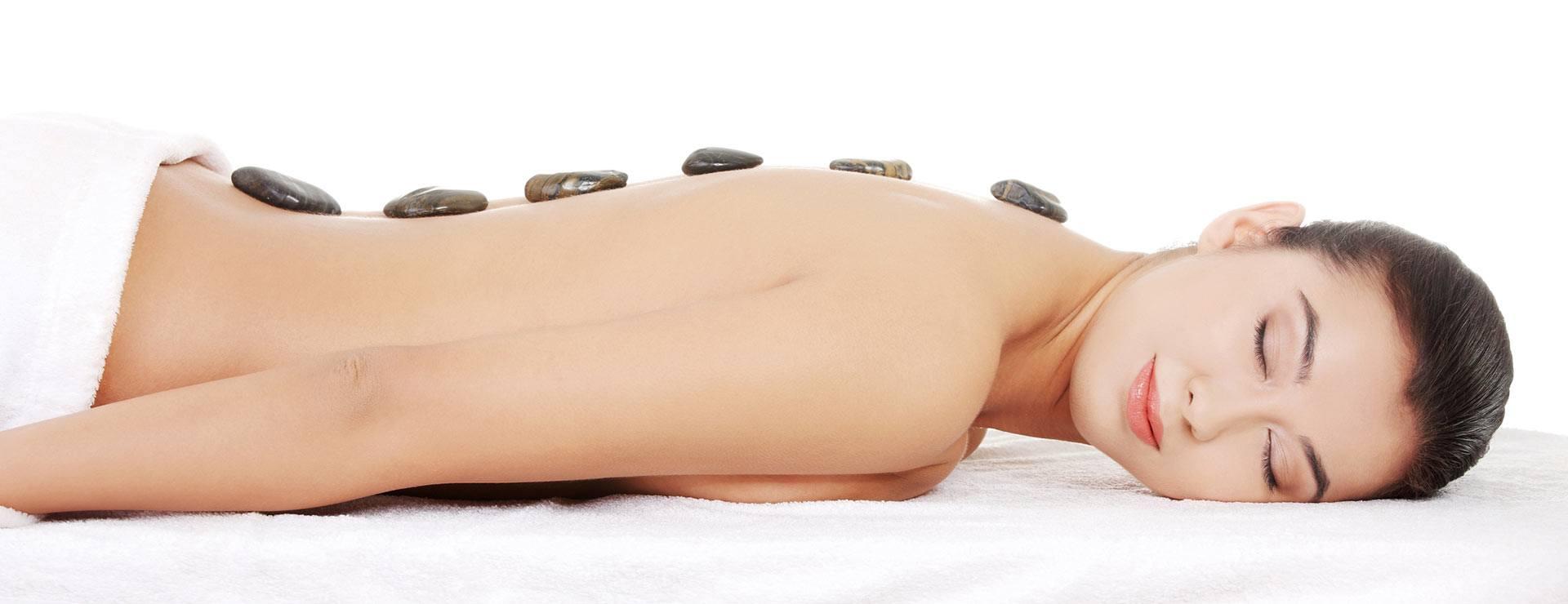 Massatge amb pedres volcàniques calentes