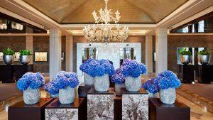 Hall d'entrée avec fleurs de Donna Stain