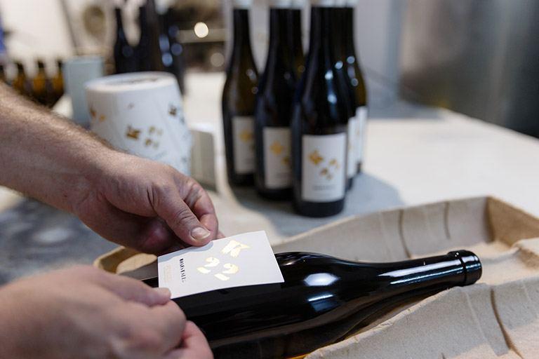 Un minucioso proceso de elaboración que muestra el profundo respeto por el vino de sus creadores.